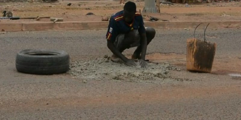 Photo de Burkina Faso: voici comment un jeune homme réhabilite l'Avenue Norbert Zongo. Vidéo