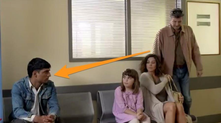 Photo de VIDEO: Ils refusent à leur fille de s'asseoir auprès de cet homme. Ce qui arrive par la suite est émouvant!