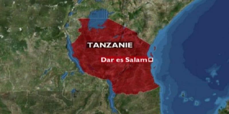 Photo de Tanzanie: il reçoit 15 coups de fouet et contraint de manger de la bouse de vache. La raison!