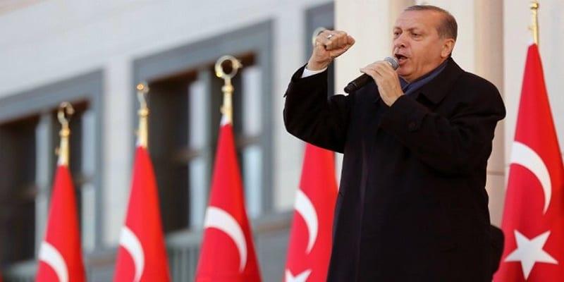 Photo de Turquie: des populations dans les rues pour contester les résultats du référendum