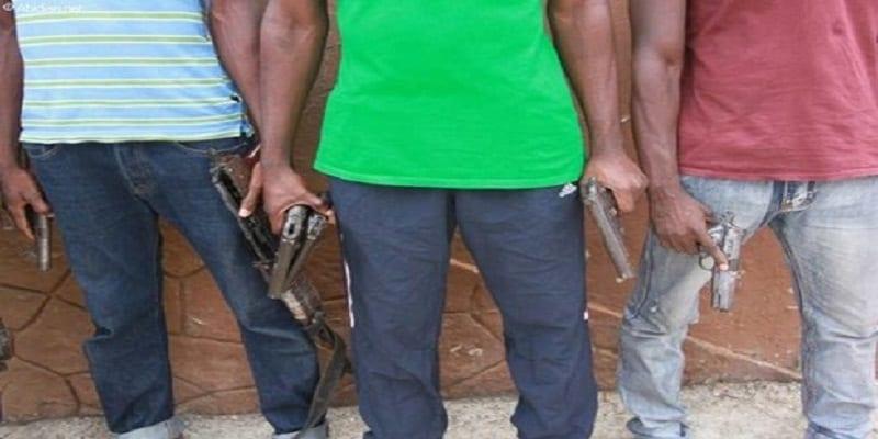 Photo de Côte d'Ivoire: des policiers attaqués par des coupeurs de route, un mort côté policiers