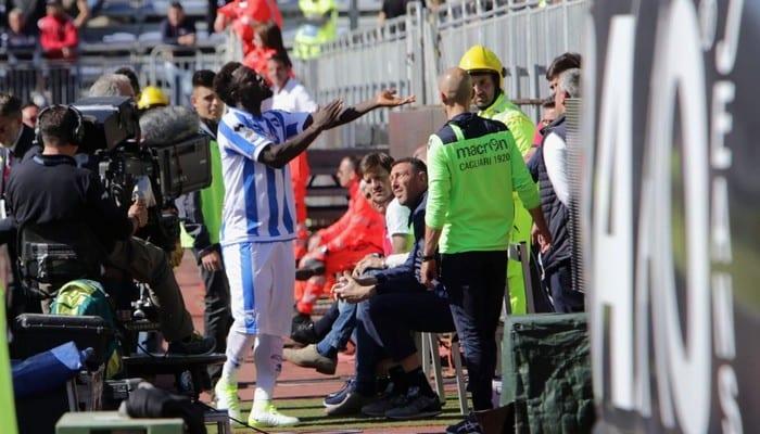 Photo de Victime de cris racistes, Suley Muntari quitte le terrain. (vidéo)