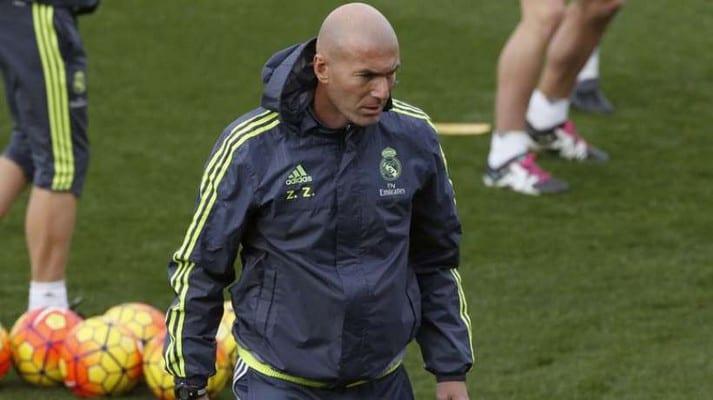 Photo de Zidane se fait une nouvelle fois insulter par l'un de ses joueurs. Sa réaction surprend ! Vidéo