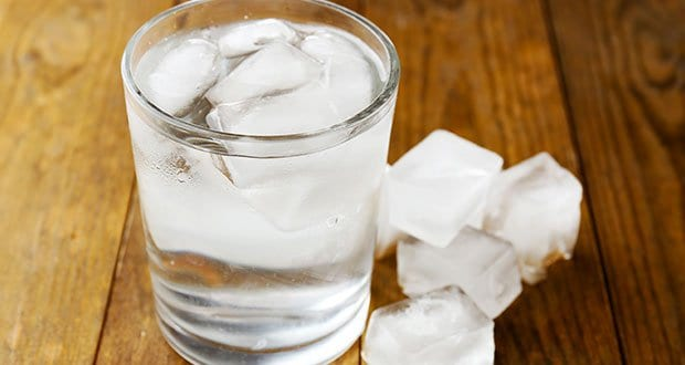 Photo de Santé: voici pourquoi boire de l'eau glacée est dangereux!