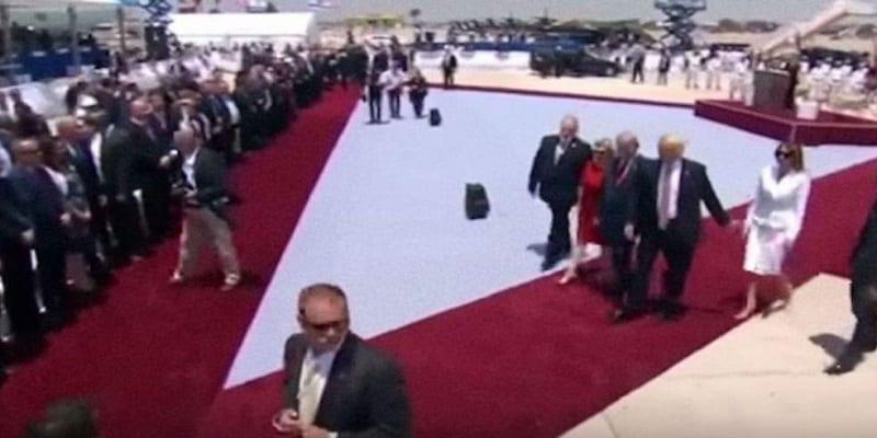 Photo de Israel – Grand moment de gêne pour Donald Trump : son épouse Melania repousse sèchement sa main (Vidéo)