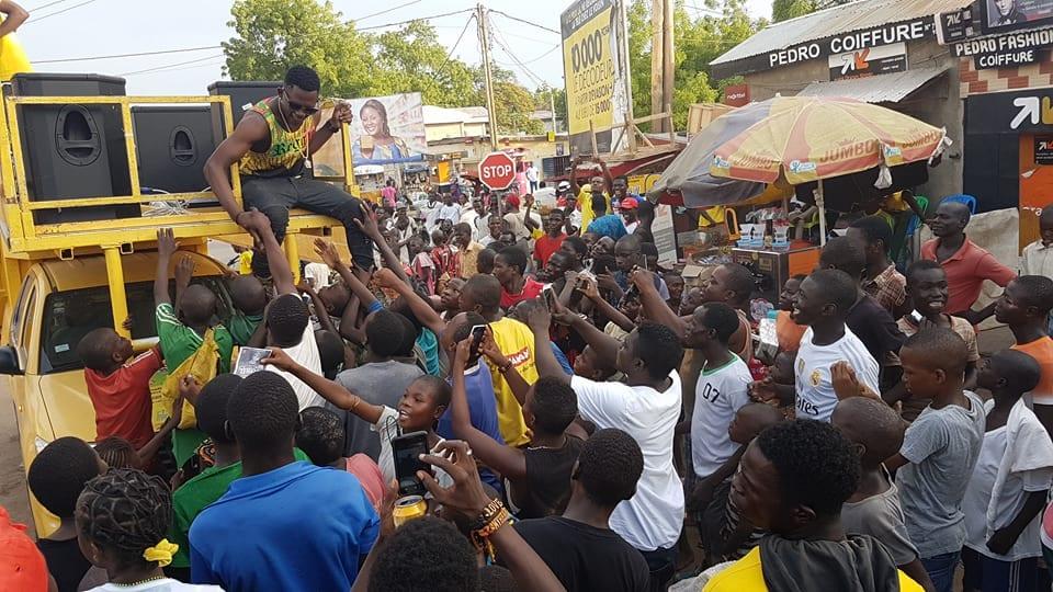 Photo de Cameroun – Tenor 19 ans: c'est 100 spectacles en 6 mois