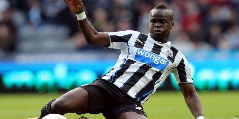 Photo de Découvrez le grand geste des supporters de Newcastle pour rendre hommage à Cheick Tioté