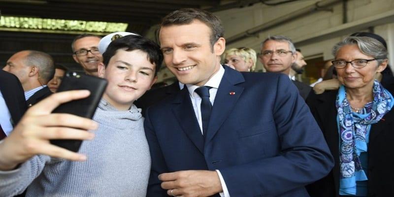 Photo de Six élèves sèchent les cours, découvrez le geste qu'a fait Emmanuel Macron pour eux