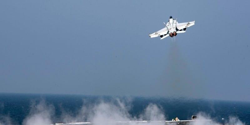Photo de Syrie: les Etats-Unis bombardent un avion de l'armée Syrienne. Les raisons