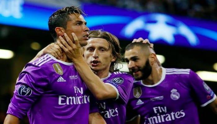 Photo de Ronaldo célèbre sa 4e victoire en LDC, en dévoilant sa nouvelle coupe de cheveux qui cartonne sur la toile ! Photo