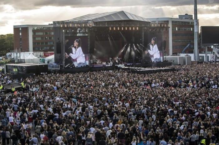 Photo de Attentat de Manchester: concert émouvant d'Ariana Grande en hommage aux victimes. Vidéo