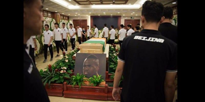 Photo de L'ultime hommage des coéquipiers de Tioté Cheick  en Chine…photos