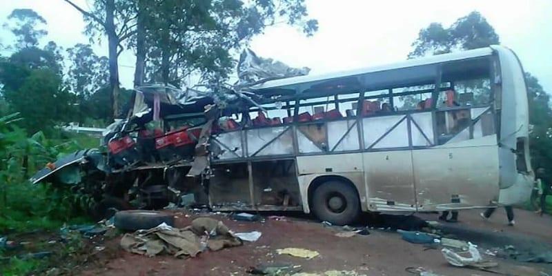 Photo de Cameroun: 6 morts dans un grave accident de la route entre Yaoundé-Bafoussam…photos