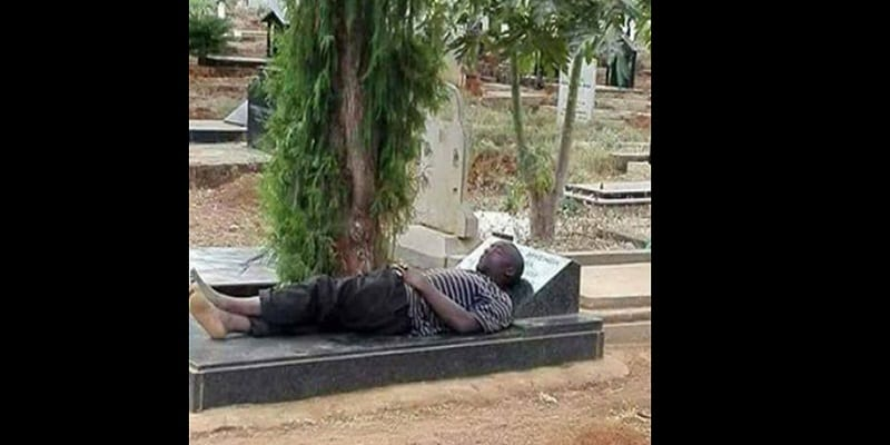 Photo de Tragédie: un jeune-homme devient fou après avoir décidé de passer 10 nuits dans un cimetière