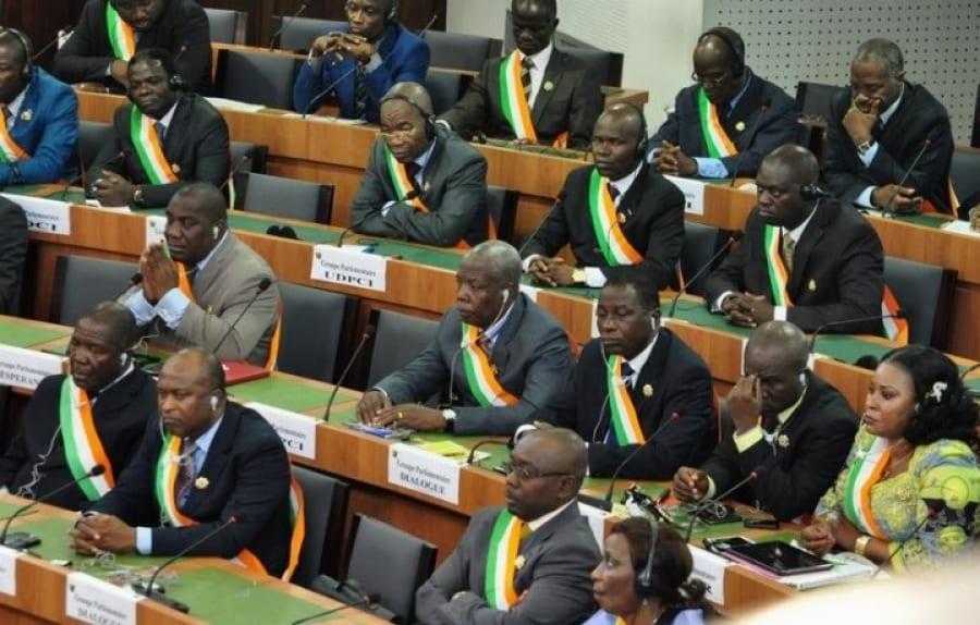 Photo de Société : un député ivoirien donne 10% de son salaire aux populations économiquement faibles