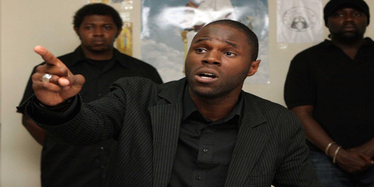 Photo de Arrêté après avoir brulé un billet de franc CFA, Kemi Seba sera jugé mardi prochain