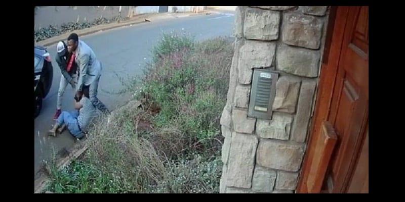 Photo de Afrique du Sud: La défense d'une étudiante attaquée par des bandits enflamme la toile…vidéo