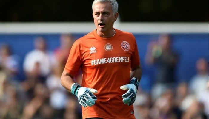 Photo de Quand José Mourinho se transforme en…gardien de but ! (vidéo)