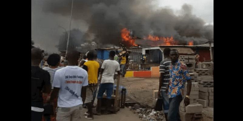 Photo de Côte d'Ivoire: Grave incendie à Abidjan, des pertes en vie humaines enregistrées