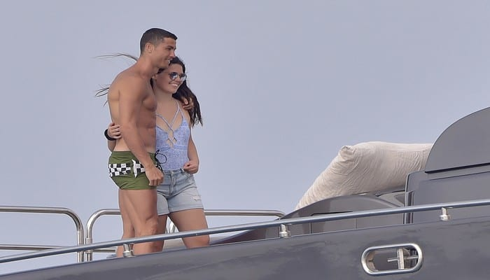 Cristiano-Ronaldo-Ses-vacances-de-reve-a-Ibiza-avec-Georgina-Rodriguez-!