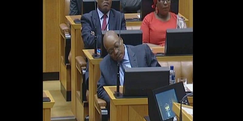 Photo de Afrique du Sud: Quand le président Jacob Zuma somnole au parlement!