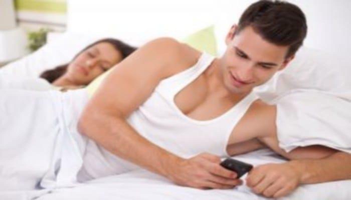 Photo de Couple: top 7 des messages que les personnes infidèles aiment recevoir