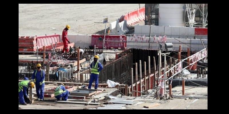 Photo de Mondial-2022 : le salaire minimum des travailleurs migrants fixé à 200 dollars