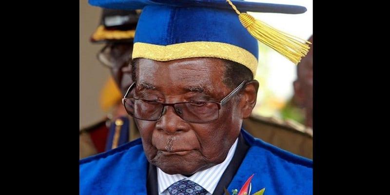 "Photo de Zimbabwe: Robert Mugabe ""refuse de se nourrir et promet de mourir"""