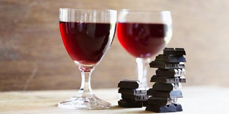 Photo de La consommation du vin rouge et du chocolat aide à rester jeune (étude)
