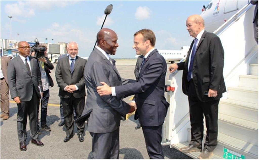 Photo de Sommet UA-UE : Voici pourquoi Ouattara n'a pas accueilli Macron à l'aéroport