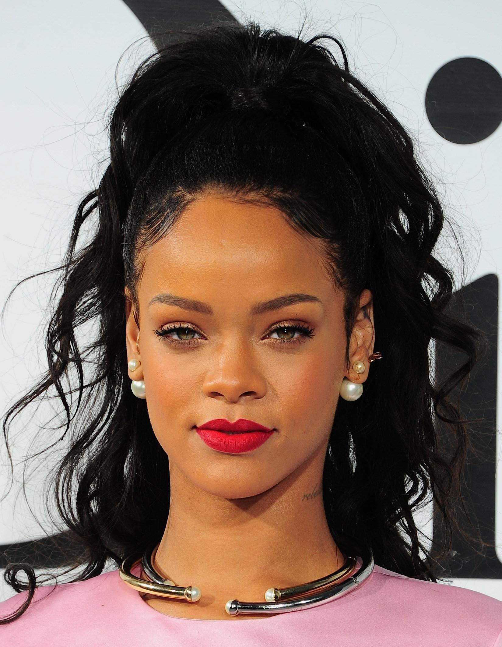 Photo de People : Rihanna publie son premier tuto beauté