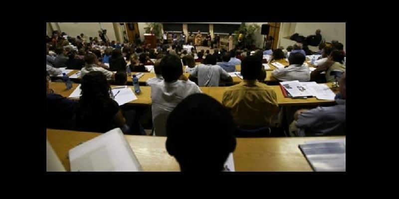 """Photo de Confidence: """"en Afrique, certains professeurs aiment avoir des relations intimes avec leurs étudiantes."""""""