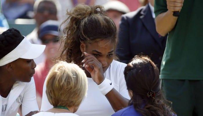 Photo de Serena et Venus Williams très émues en évoquant l'assassinat de leur sœur