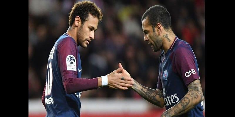 Photo de PSG: Neymar et Dani Alves accusés d'avoir instauré des clans et des tensions au sein du club