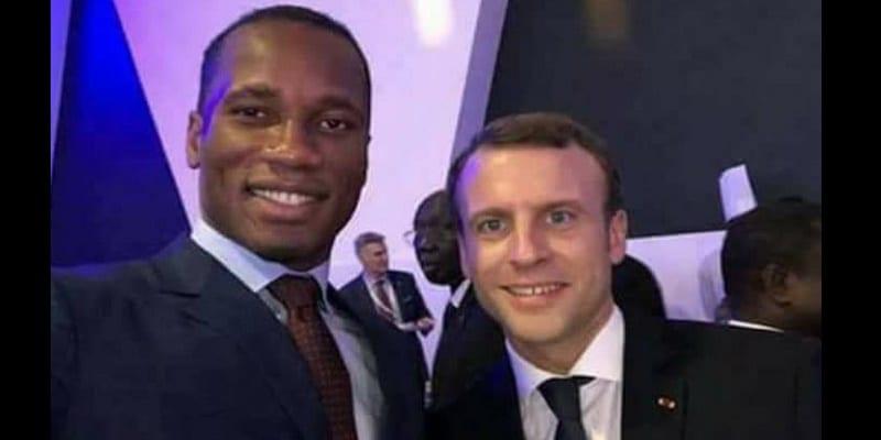 Photo de Didier Drogba et Emmanuel Macron: Des retrouvailles au sommet UA-UE à Abidjan