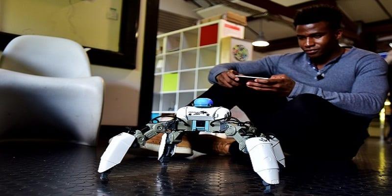 Photo de Ce génie nigérian de la robotique qui vient de signer un contrat avec Apple