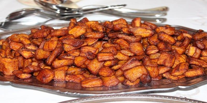Photo de Cuisine: Comment préparer un plat d'alloco au poulet?
