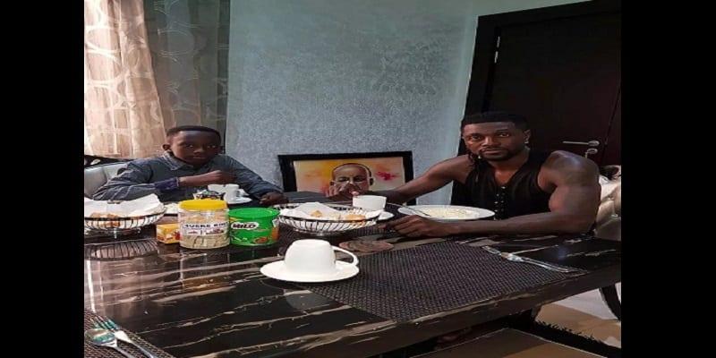 Photo de Togo: Emmanuel Adébayor adopte le fils de son défunt frère