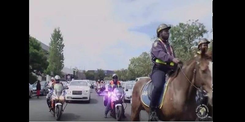 Photo de Afrique du Sud: Découvrez l'arrivée de ce pasteur à l'église qui crée la polémique (vidéo)