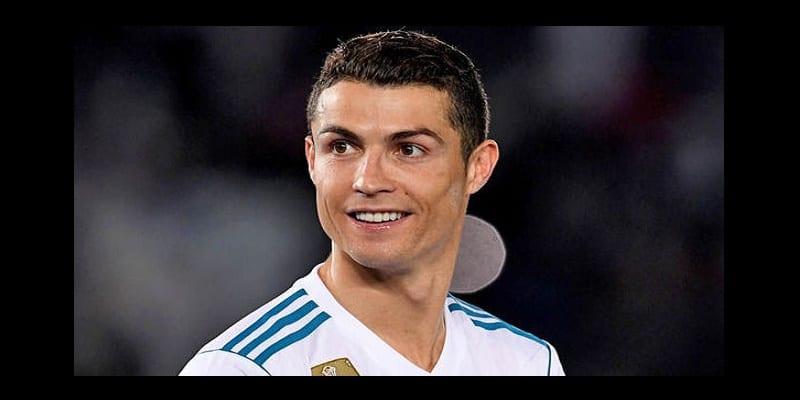 Photo de La sculpture de Cristiano Ronaldo retouchée au niveau du Buste (photo)