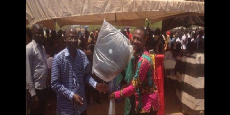 Photo de Ghana: L'incroyable récompense d'un enseignant parcourant 42 kilomètres chaque jour pour donner les cours