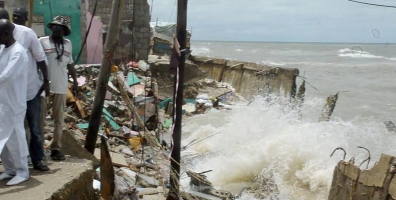 Photo de Sénégal : La mer détruit plus de 50 maisons à Saint-Louis