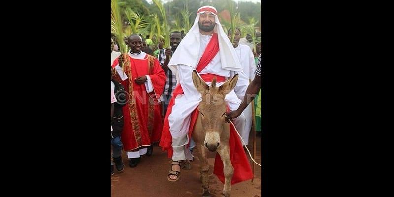 Photo de Ouganda: Polémique autour d'un blanc jouant le rôle de Jesus (PHOTOS)