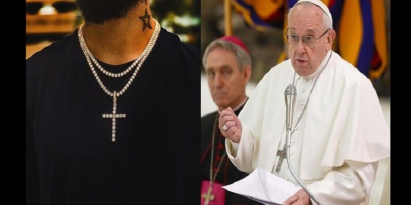 """Photo de Religion: C'est """"un abus"""" d'utiliser le crucifix comme un accessoire de mode, selon le pape François"""