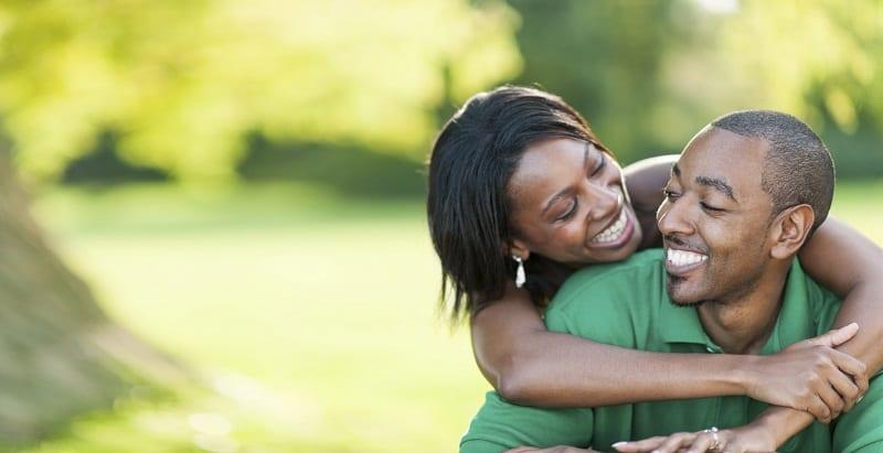 Photo de Couple: Voici 5 façons incontournables d'aborder une femme
