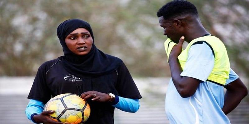 Photo de Afrique/Football: Un club masculin entraîné par une femme