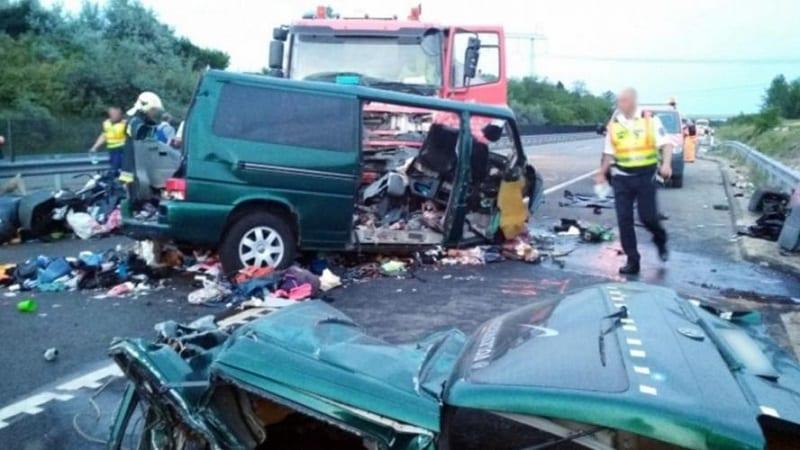 Photo de Hongrie: Un conducteur de minibus tue 9 personnes en faisant un live Facebook
