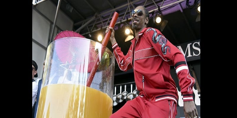 Photo de Snoop Dogg bat le record Guinness du plus grand « Gin and juice »