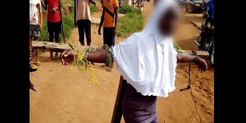 Photo de Nigeria: Des élèves attachés à des crucifix et battus pour être venus en retard à l'école (photos)