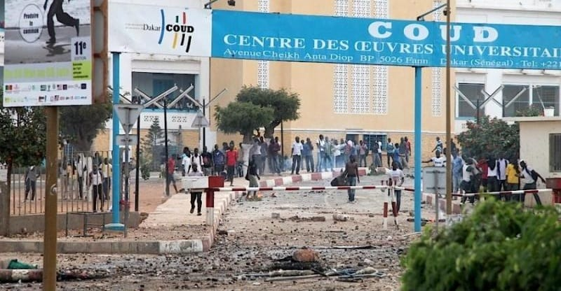 Photo de Sénégal/Universités: Macky Sall augmente les bourses et diminue le prix de la restauration